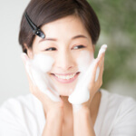 正しい洗顔方法で夏肌にキレイとうるおいを